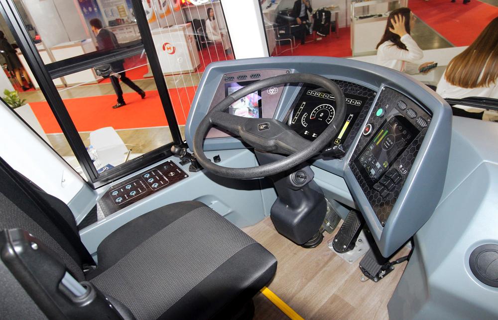 Электробус «ПИОНЕР» на выставке Busworld Russia. Кабина водителя.