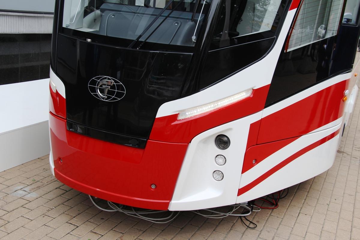 Передняя маска трамвая Львенок;