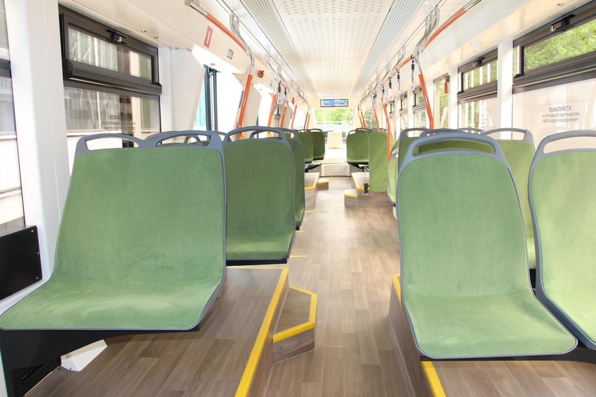 В салоне трамвая Львенок