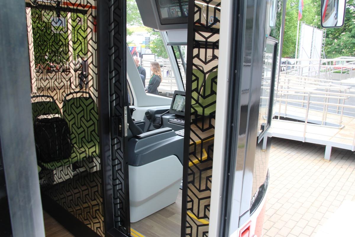 В салоне трамвая Львенок;
