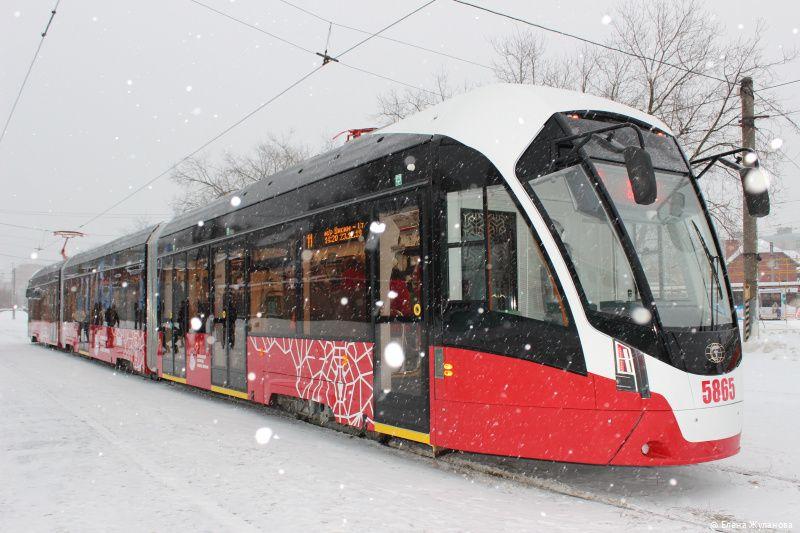 Более 700 трамваев и троллейбусов