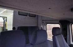 Интерьер автомобиля с однообъемным монокузовом