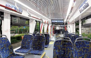 Интерьер пассажирского салона трамвая «Лев»